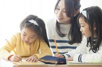 現在、子どもを塾に行かせていますか?