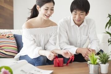 結婚記念日に欲しいものは? 夫婦で贈りたいプレゼントまとめ