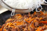 牛肉と春雨のピリ辛炒めの作り方2