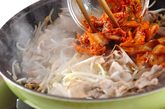 簡単豚キムチ炒めの作り方2