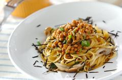 納豆とキノコのパスタ