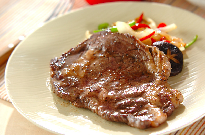 お安いステーキ肉を3倍柔らかくする6つの方法と熟成肉の作り方