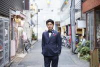 歌舞伎町でカオスな「24時間」放送