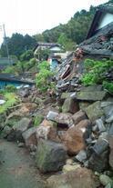 ナオト・インティライミが被災地を訪れ支援活動に参加