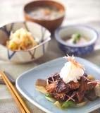 豚バラ肉の七味焼きの献立