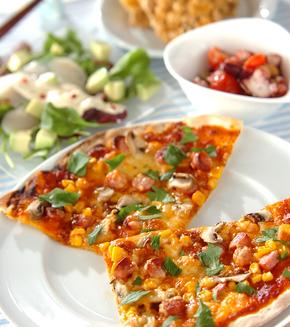 コーンとソーセージのピザの献立
