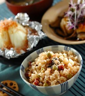 エンドウ豆とタコの玄米ご飯の献立