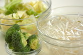 温野菜のゴマドレッシング和えの下準備1