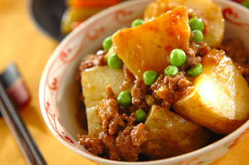 揚げジャガイモのピリ辛煮