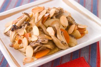 キノコと根菜の炒めもの