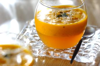 濃厚カボチャのコンソメゼリースープ