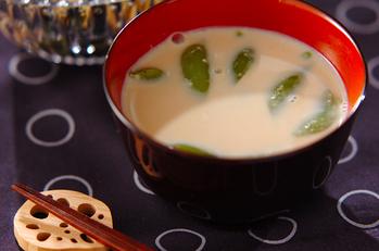 スナップエンドウの豆乳みそ汁