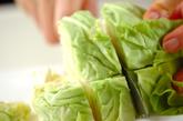 ソーセージと春キャベツのスープ煮の下準備1