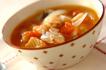 トマトと魚介のスープ