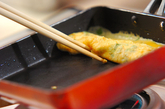 シラス干しとミツバ入りだし巻き卵の作り方2