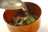 とろろ昆布と梅のお吸い物の作り方1