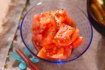 湯むきトマトのサラダ