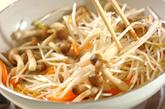 モヤシのピリ辛卵炒めの作り方1