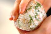 鮭シソおにぎりの作り方2