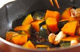 カボチャと鶏肉のピリ辛炒めの作り方3