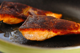 米ナスと鮭のソテーの作り方2