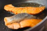 生鮭のソテー和風タルタル添えの作り方2