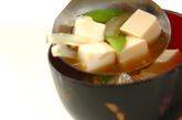 キヌサヤと豆腐のみそ汁の作り方2