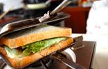 ホワイトチーズハンバーグホットサンドの作り方6