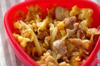 鶏とセロリの卵炒め