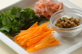 ミツバとニンジンの春雨サラダの作り方1