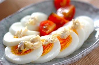 ゆで卵のアンチョビのせ