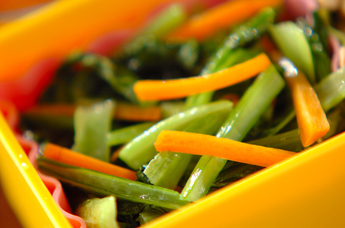 小松菜とニンジンの塩炒め