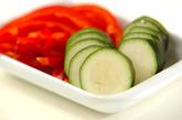チキンと夏野菜の蒸し麺の下準備1