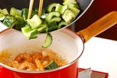 キュウリとエビの炒め煮の作り方2