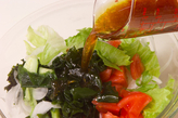 トマトとワカメのサラダの作り方1