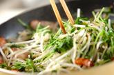 豆苗のシンプル炒めの作り方1