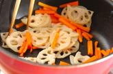 レンコンとニンジンのきんぴらの作り方1