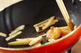 セロリとエビの塩炒めの作り方3