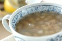 ホタテ風味のエンドウ豆入りスープ