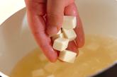 ホウレン草のゴマみそ汁の作り方1