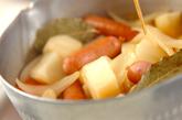ジャガとソーセージの煮物の作り方3