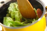 春キャベツとウインナーのカレースープの作り方2