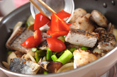 魚介とアスパラの塩炒めの作り方3