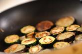 ズッキーニとナスのガーリックソテーの作り方1