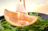 刺身とグレープの美肌サラダの作り方2