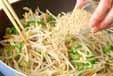 モヤシとイカのゴマ炒めの作り方2