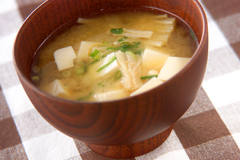 豆腐とエノキのみそ汁