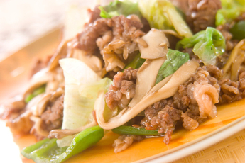 牛肉とレタスのオイスター炒め