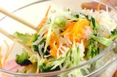 せん切り野菜のサラダの作り方2