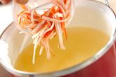 カニカマの卵白スープの作り方1